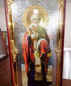Икона Св. Николая в ризе и резном киоте