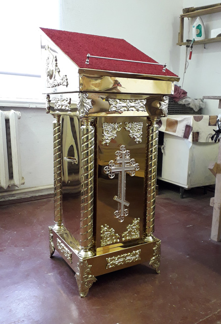 Аналои с позолотой для храма