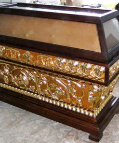 Резная гробница лак с позолотой