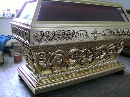 Заказать гробницу с эффектом золота