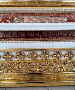 Резная гробница с позолотой фольгой