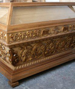 Дубовая Гробница средних размеров
